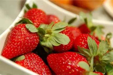 水果价格降了!草莓10元一斤,安排!
