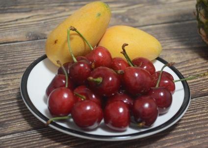 时令水果上新 价格稳中趋降